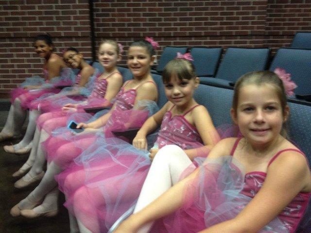 ballet-girls-at-recital